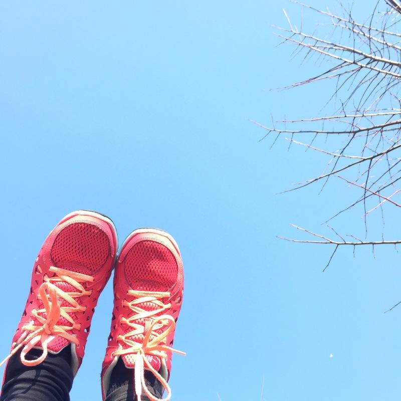 bieganie wiosna niebo nike